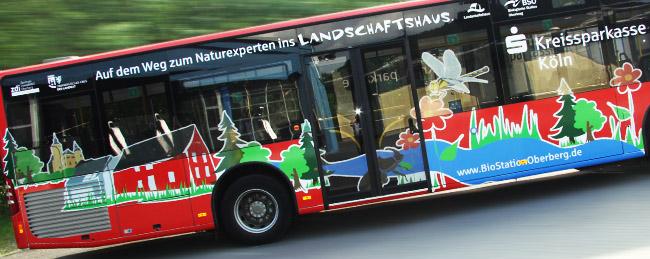 """Natourmobil""; Bus mit Fahrzeugbeklebung"