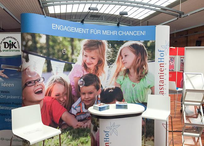 Messestand der Kastanienhof Stiftung am Kölner Stiftungstag