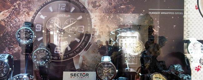 Foto der Sector Uhrenvitrine auf einem Event
