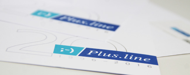 Printmaterial mit Logo zum 20 jährigen Jubiläum von Plus.line